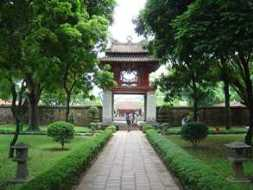 Hanoi_temple_of_literature_1_253x190